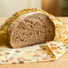 Das Waldviertler Wachstäschchen schützt Brot und Gebäck vor dem Austrocknen
